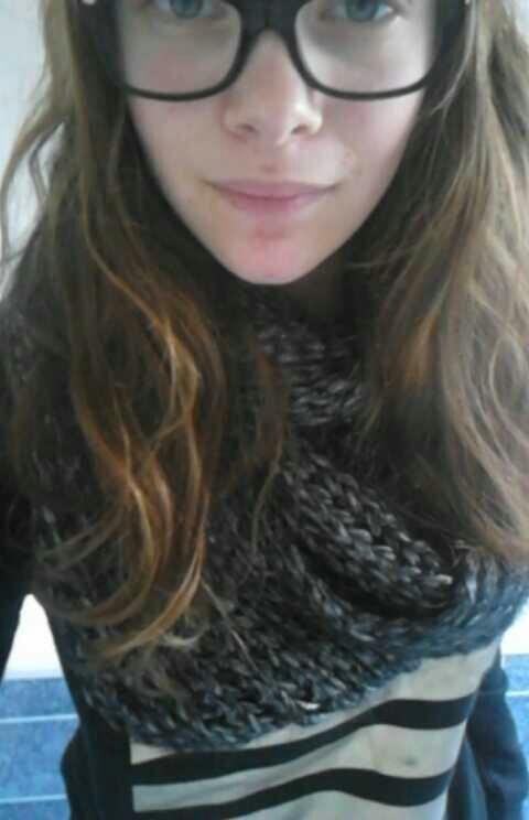 Moi avant que je me coupe les cheveux x)❤️ ️