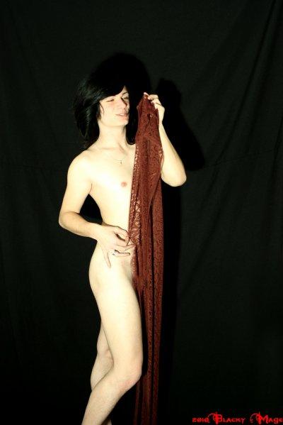 Nude in dentelle - Adrian - Aurélien - Maxime