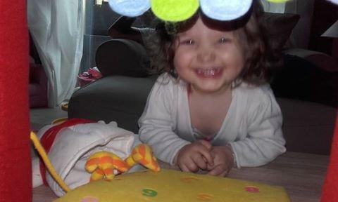 (l)(l)(l) Le sourire de Lily-Rose (19 mois)(l)(l)(l)