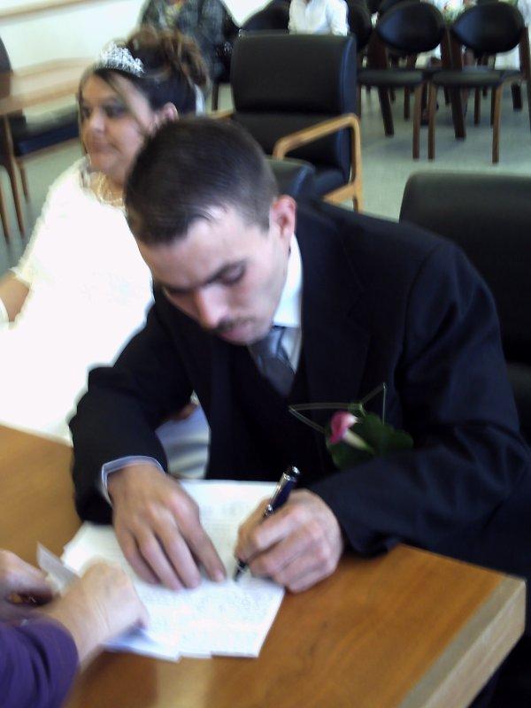 (l)(l) mon mari qui signe(l)(l)