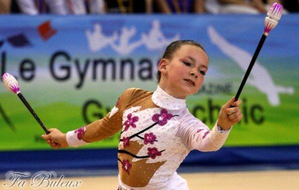 Les nouvelles gymnaste au pole de: