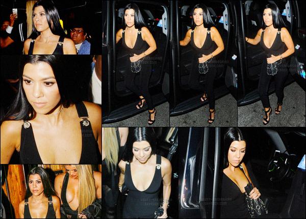 - 28/04/16 - Kourtney Kardashian a été aperçue arrivant à la fête d'anniversaire de Gigi H, dans Los Angeles.La magnifique brunette accompagnée de sa soeur, Khloé Kardashian s'est donc rendu à la fête d'anniversaire de la mannequin, et amie de Kendall.-