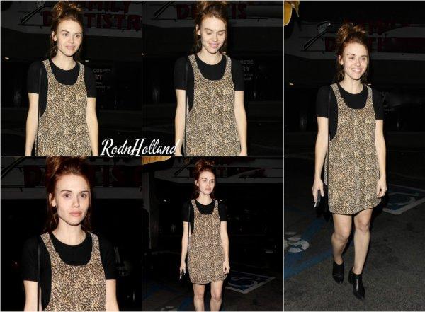 29.02.16 - L'interprète de Lydia Martin a été vue se promenant dans les rues d'Hollywood, dans la nuit.    Holland était toute mimi. Elle portait une jolie robe, sur un pull noir. Niveau coiffure, elle avait un simple chignon. Je lui accorde un Top. Et vous ?