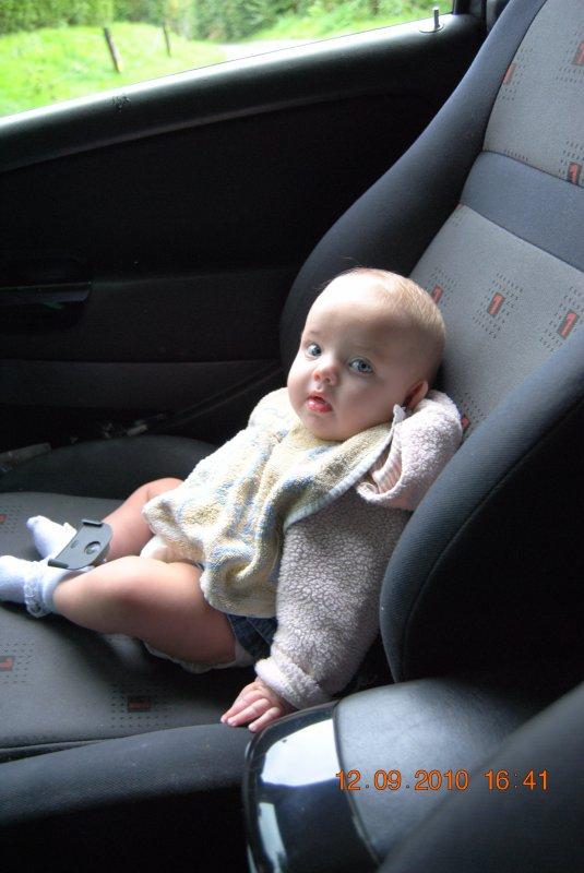 ma tite soeur dans ma voiture ^^