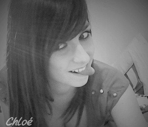 Vaut mieux ranger sa fierté que ses souvenirs, car au fond c'est la personne que tu aimes qui te fera sourire ...