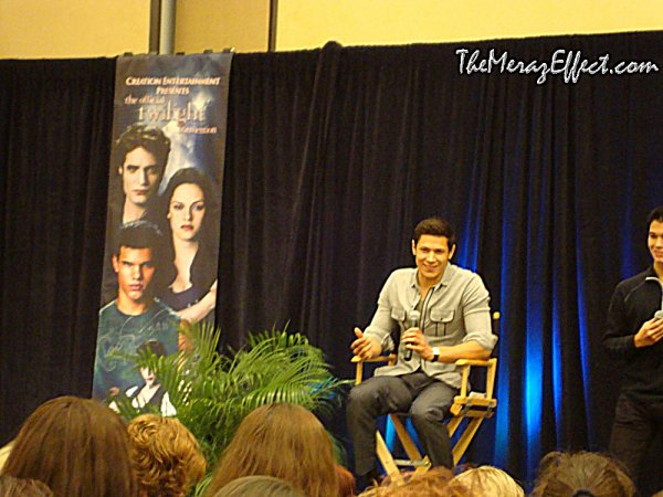 Alex était à la convention de Twilight à Orlando. le 13 / 12 / 2010.