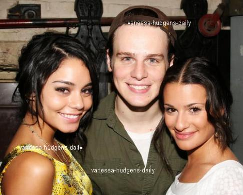 Et oui,notre belle Vanessa à déjà fait la rencontre de Lea Michele(Glee),je ne sais pas quand la photo a été prise,mais sa a l'air récent