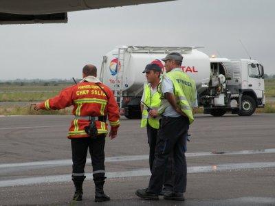 Manoeuvre : feu lors de l'avitaillement sur MD 80