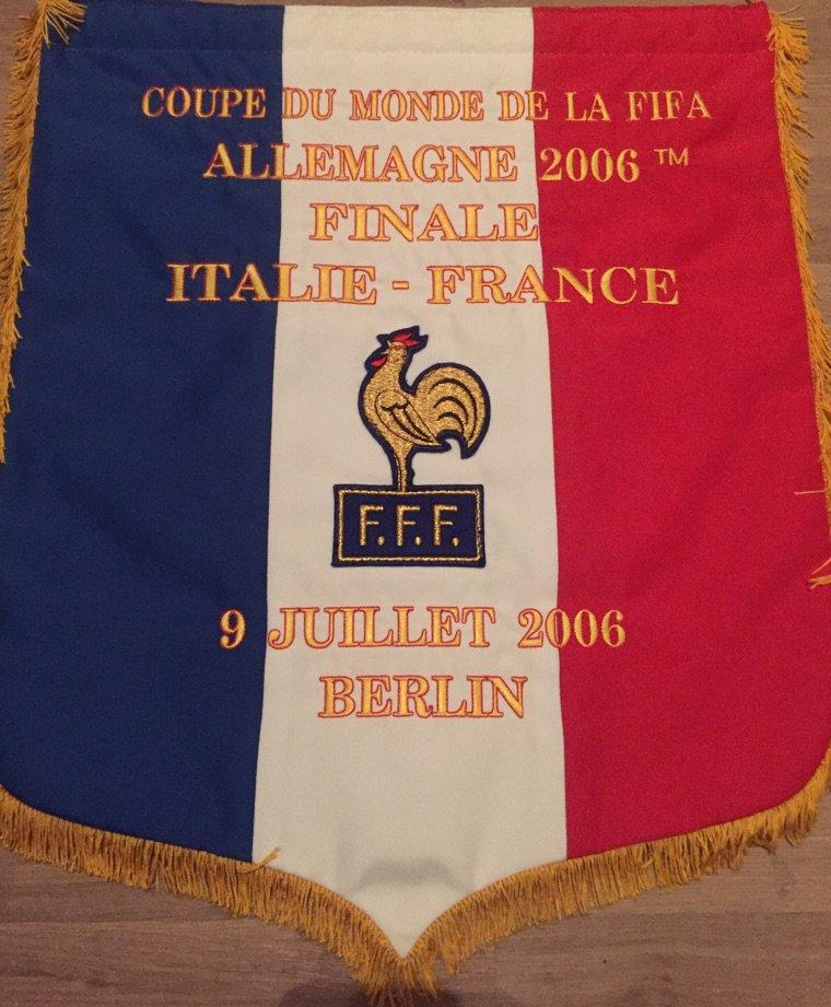 Fanion de Match & Maillot Porte T. Henry Final de coupe du monde 2006