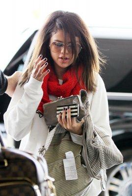 Selena Gomez à l'aéroport LAX