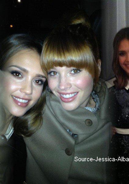 """Lundi 7 Novembre  2011 : Jessica & sa BFF Lauren Andersen allant à Starbuck Coffee  dans New-York.  Le soir , Jessica s'est rendue à l'évênement """"Glamour 2011 Women of the Year Awards """" ."""