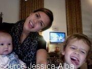Mardi 15 Novembre  2011 : Jessica se rendant à un rendez-vous dans Santa Monica.Le soir , Jessica & cash ont été dinnées avec des amis .