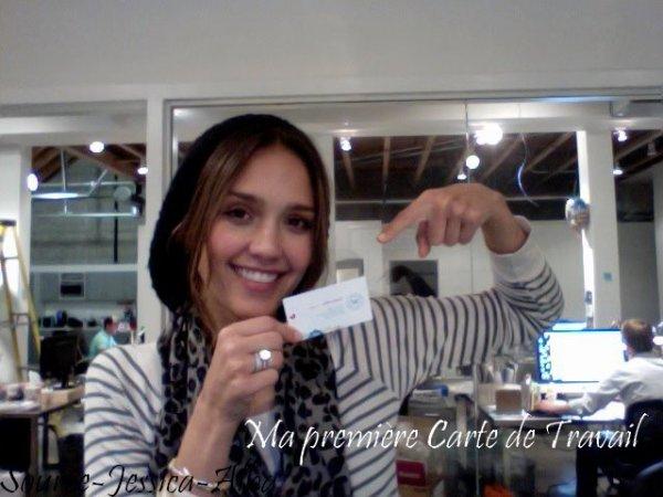 Jeudi 5 Janvier 2012 : Jessica amenant des fournitures à son Bureau dans Santa Monica .