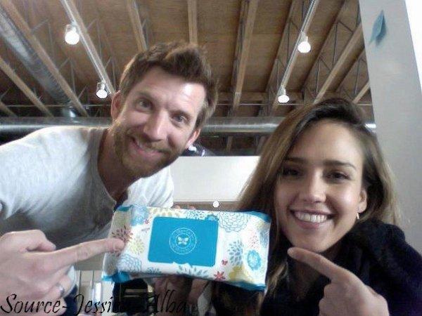 Vendredi 6 Janvier 2012 : Jessica & Honor sortant de chez Starbuck Coffee.