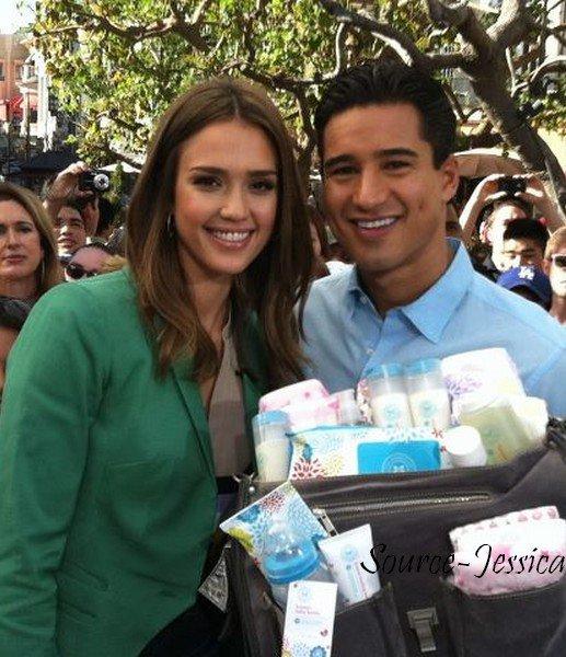 """Mercredi 25 Janvier  2012 : Jessica allant à l'émission """" The Grove """" présenté par Mario Lopez. Elle a ensuite été à l'émission """"Good Day  La"""""""