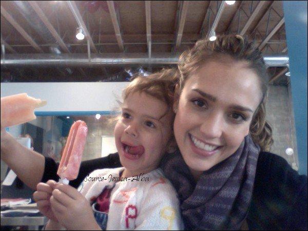 Mercredi 1er Fevrier 2012 : Jessica se rendant à son bureau dans Santa Monica .
