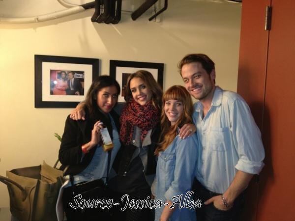 """Mercredi 22  Février  2012 : Jessica sortant de l'émission """" Jimmy Kimmel Show """" . Ensuite , Jessica & Cash ont été dinner au restaurant Cleo ."""