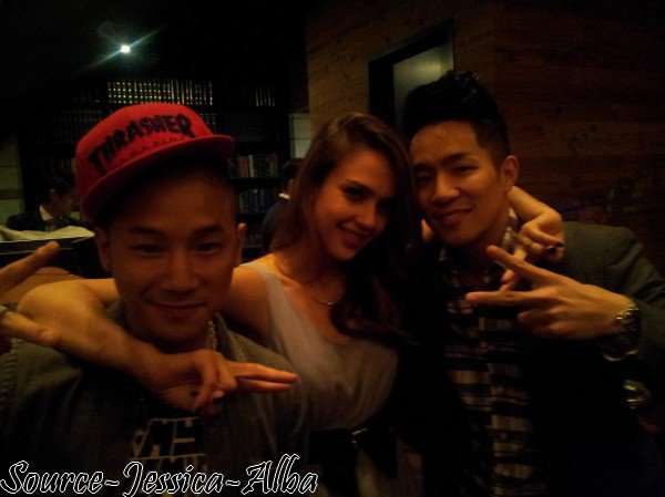Lundi  23 Avril 2012 : Jessica & Cash allant à leur hotel dans Séoul
