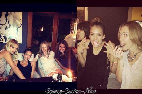 """Mardi 22 Mai  2012 : Jessica allant déjeuner avec une amie au restaurant """" Le Pain Quotidien """""""