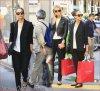 Lundi 2 Juillet 2012 : Jessica & Kelly faisant du shopping dans Paris .