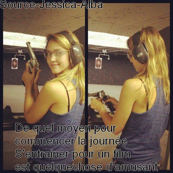 Dimanche 26 Août 2012 : Jessica allant à un stand de tirs dans Burbank . Ensuite elle a été chez Coffee Bean .