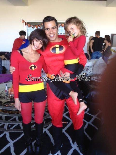 Samedi 26 Octobre 2012 : Jessica , Honor & Haven allant faire du shopping dans West Hollywood. Ensuite , Jessica , Cash , Honor & Haven déguisé en famille Indestructible allant à une fête pour Halloween .