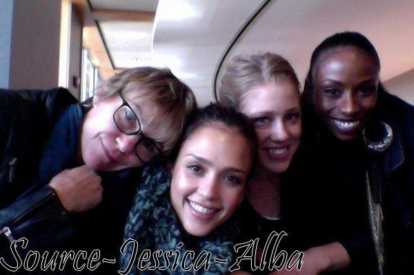 Vendredi 9 Novembre 2012 : Jessica & un ami allant acheter quelques fournitures ,allant à Coffee Bean et pour finir allant à son bureau .