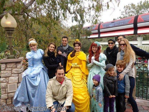 Dimanche 16 Décembre 2012 : Jessica & toute sa famille à Disneyland