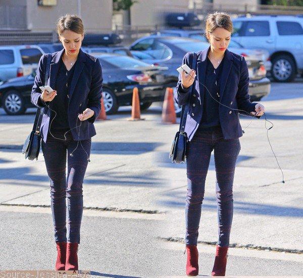 18.01.2013 : Jessica arrivant à son bureau pour fêter les 1 an de sa compagnie