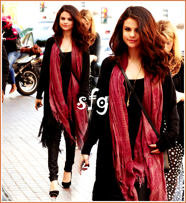 05/04: Selena dehors dans LA! Je la trouve magnifique! <3