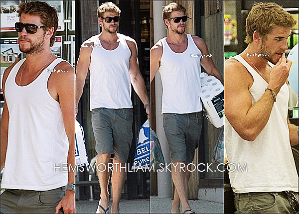 .12/03/13 - Liam allant faire des courses avec sa maman, toujours en Australie.  .*