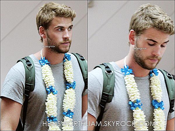 .15/03/13 - Liam arrivant comme prévu à l'aéroport de Manila (Philippines) .*Woh Liam est vraiment très escorté à son arrivé à l'aéroport + découvrez ci-dessous les photos du meet&greet pour Bench. *