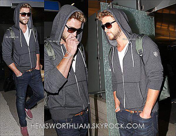 .20/03/13 - Liam a été aperçu à l'aéroport de Manila près à repartir pour Los Angeles.  .*