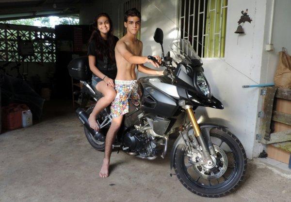 les loulous sur ma nouvelle moto.