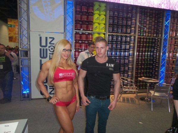Avis :-) avec une pro du fitness de chez scitec nutrition zsuzsanna Toldi