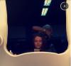 Felicite qui se fait coiffer par Lou. N'empêche j'aimerai bien l'avoir comme coiffeuse moua