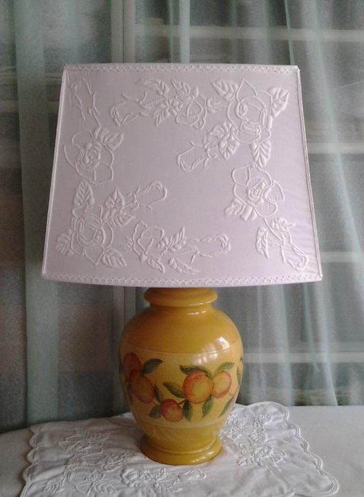 Lampe avec abat-jour ( autre motif de roses)