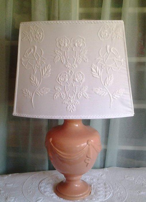 Lampe réalisée en boutis