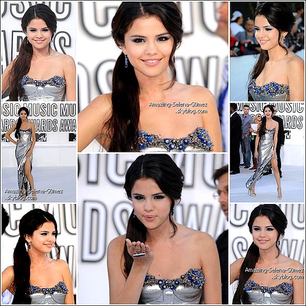 Dimanche 12 Septembre 2010 : Selena était Présente aux  MTV Vidéo Music Awards 2010 ! Pour ma Part Je trouve Selena Sublime et Toi ?