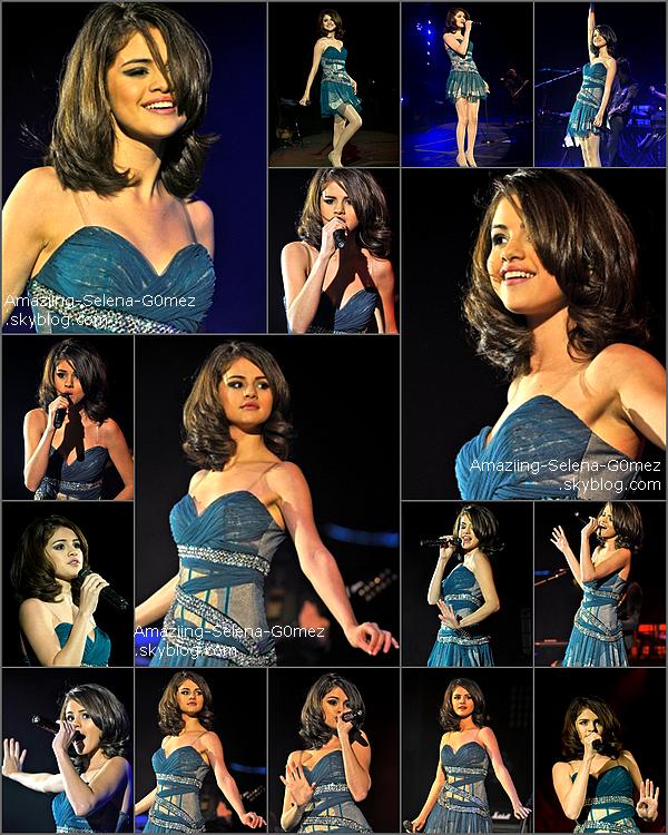 Jeudi 23 Octobre : Selena en Compagnie de Taylor Swift Sont Allées se Chercher des Glaces Pour Ensuite se Promener Dans les Rues de Londes.