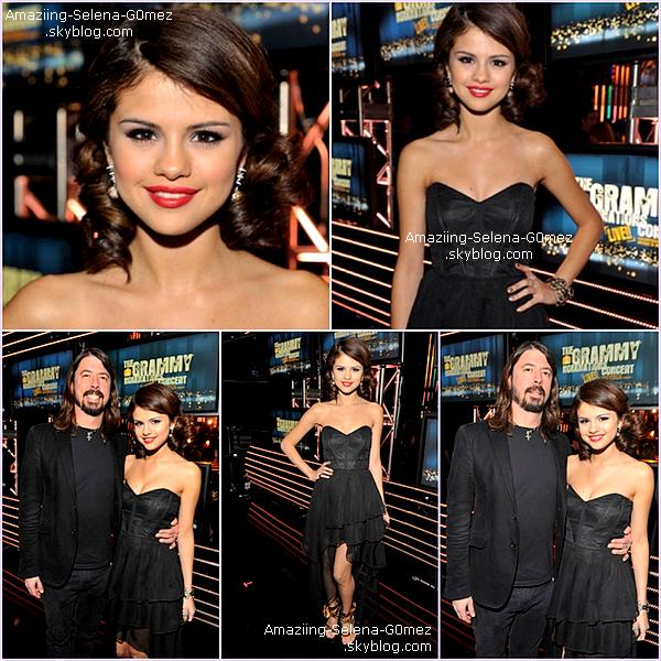 """Mercredi 1 Décembre : Selena Absolument Sublime a eu L'honneur de Présenté les Prochains Nominés de la Célèbre Cérémonie Les """"Grammy Awards 2011""""."""