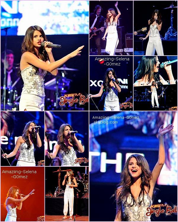 """Dimanche 5 Décembre : Selena était à L'événement """"Jingle Ball 2010"""" Organisé Par La Radio """"Kiss FM"""" Au côté de Nombreuse Célébrités qui c'est déroulé à Los Angeles."""