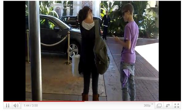 Samedi 26 Février : Selena et Justin à Laguna Niguel dans le comté d'Orange, Ils sont allés déjeuner au Chick-fil-A à Los Angeles .