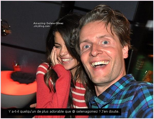 """Mardi 1er Mars : Selena et justin Arrivant au Célèbre Restaurant Italien """"Maggiano"""" à Los Angeles. Pour Fêter les 17 ans de Justin."""