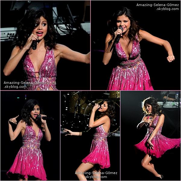 """Dimanche 20 Mars : Selena Avec son Echarpe Rouge Sur Le Red Carpet Pour l'évènement """"City of Hope 2011"""" à Los Anegles. Top ou Flop ?"""