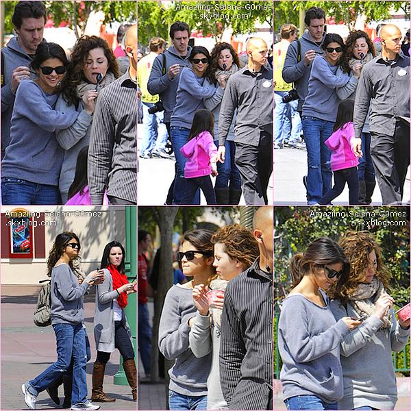Samedi 9 Avril : Selena en Compagnie de sa Famille à Disneyland en Californie.