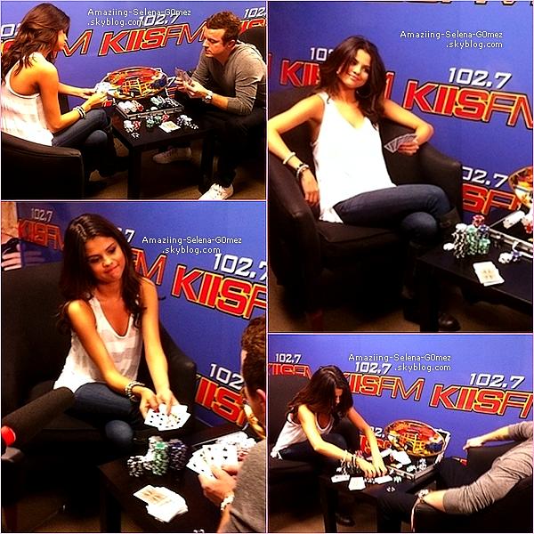 Mardi 19 Avril : Selena était à la Station de Radio Kiss FM Pour y Donner une Interview et Jouer au Poker.