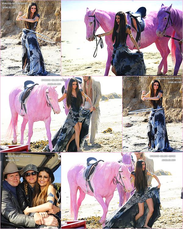 """Jeudi 19 Mai : Selena Sur Le Tournage de Son Prochain Clip et Single """"Love You Like A Love Song"""" sur la Plage de Malibu à Los Angeles. Vos Avis ?"""