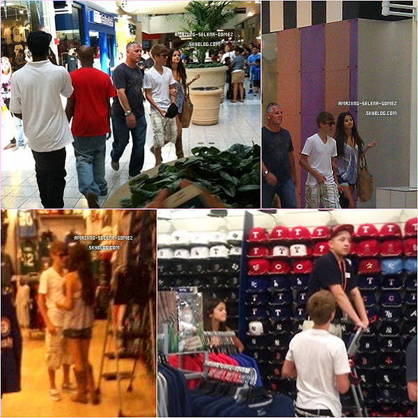 Dimanche 29 Mai : Selena Ne Quittant Plus Son Chérie Justin Faisant du Shopping Dans un Centre Commercial de la Ville d'Arlington au Texas.