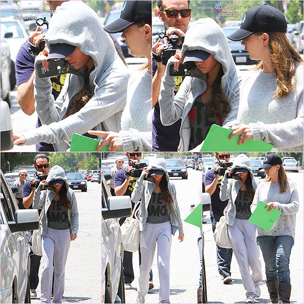 """Lundi 13 Juin : Selena Quittant l'hôptital de Los Angeles Quelques Heures avant d'aller Faire la Promotion de """"Monte Carlo"""" à Santa Monica. Vidéo"""
